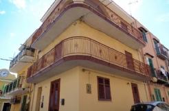 ALFA - AF011 - Luminoso Appartamento Angolare