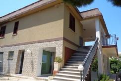 ALFA - AM027 - Ampia Villa con Terreno