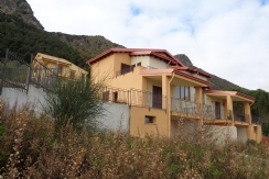 ALFA - TR006 - Ampia Villa Bifamiliare