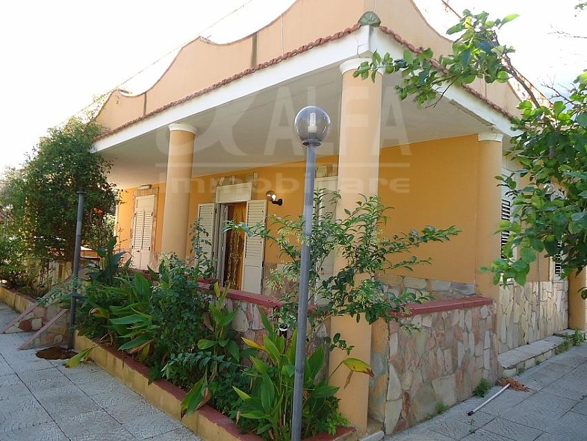 Alfa immobiliare alfa am001 villa singola con portico for Portico auto in vendita